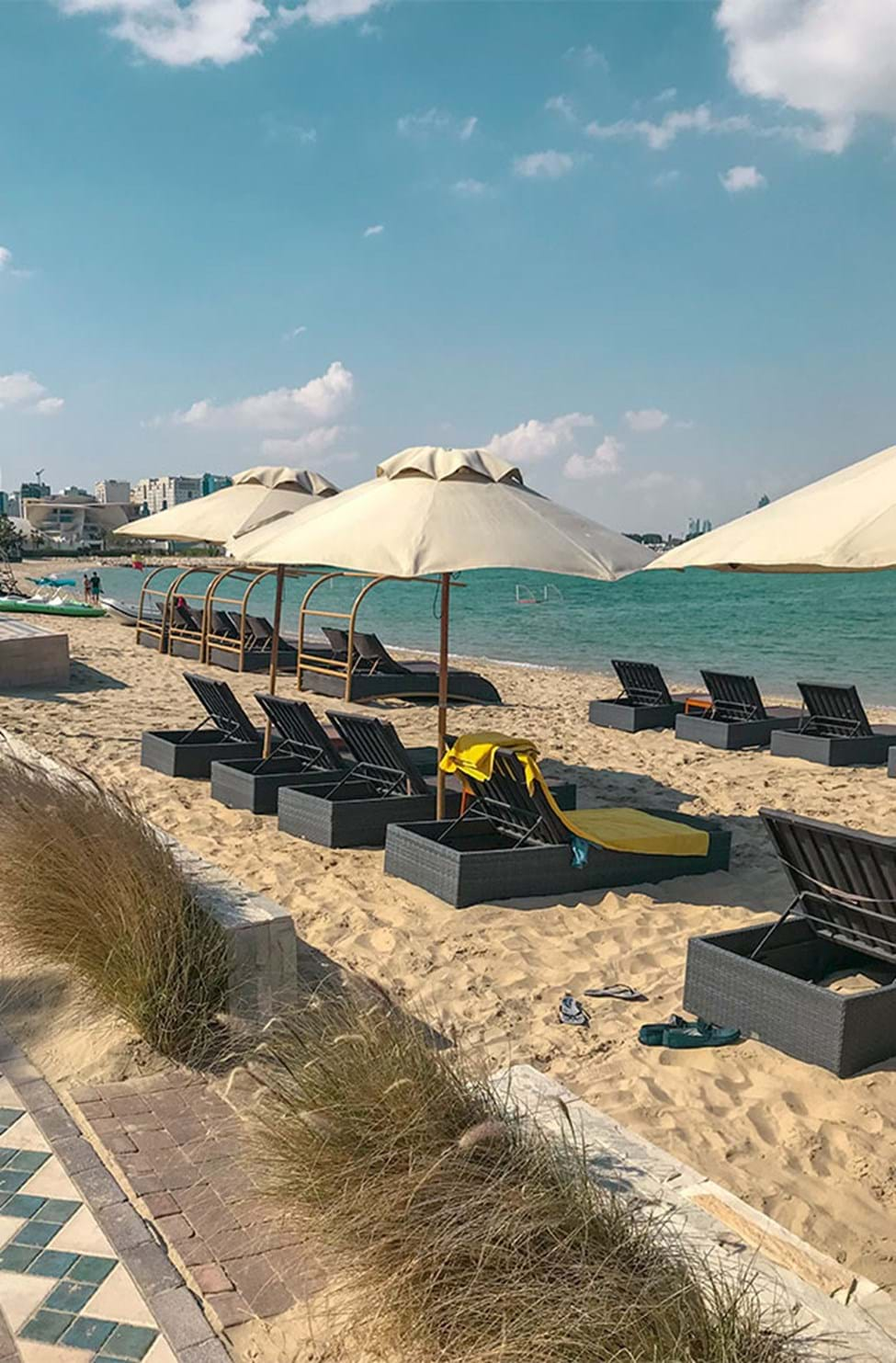 Stranden ved Sharq Village and Spa Hotel